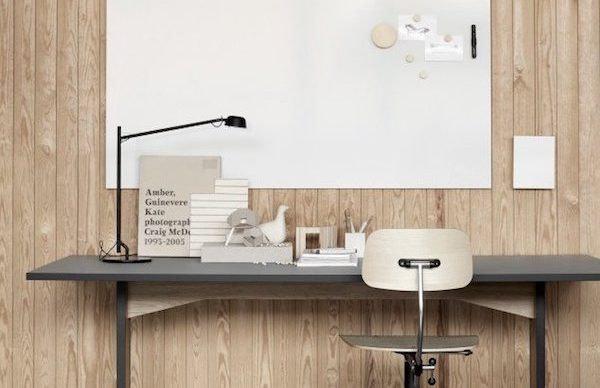 Hjemmekontor med Air whiteboard, lampe og kontorstol