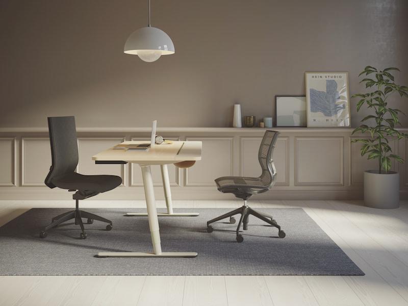 Hjemmekontor med kontorstol og V7 hæve-sænkebord