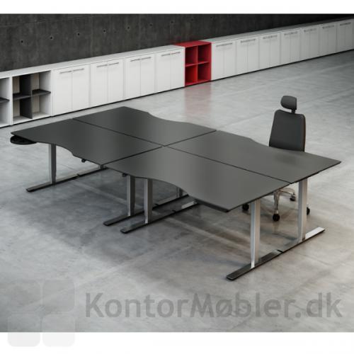 """""""Ø""""-opstilling af Delta borde fra Dencon med antracitgrå bordplader i linoleum"""