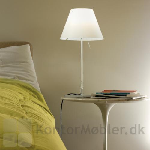 Luceplans klassiske Costanzina som sengelampe