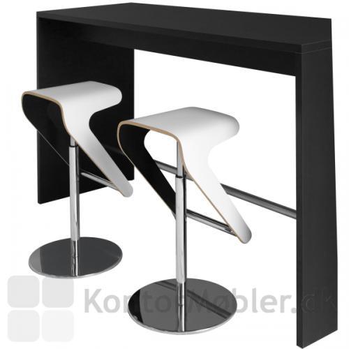 Hvide Woodies ved sort højbord