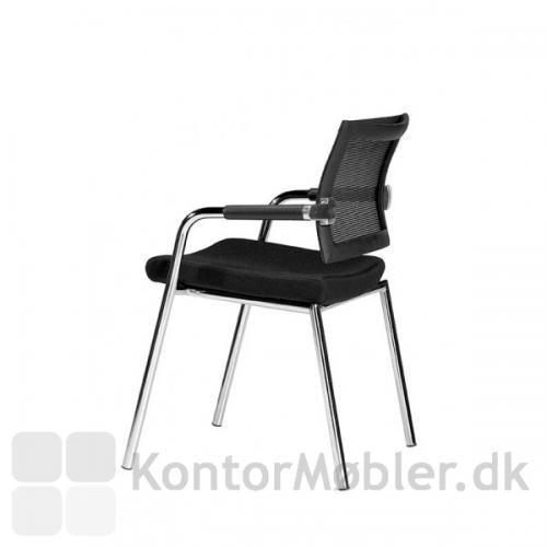 Skin stolen har fine svungne linjer som flugter fra ryggen og ned til benene