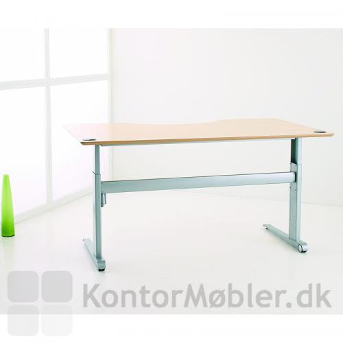 501-17 hæve sænke bord fra Conset - her med plade i lys ahorn