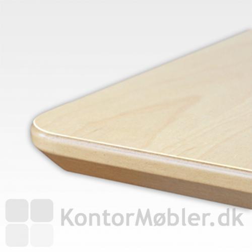 Kantprofil på bordplade i ahorn-melamin fra Conset - affasede og lakerede kanter