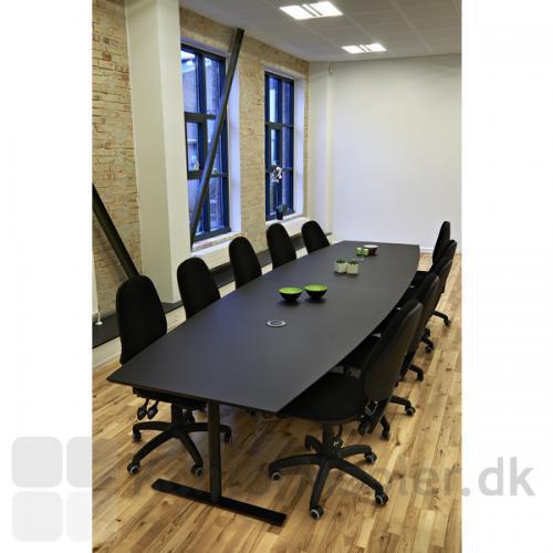 Det to-delte konferencebord fra Dencon i endnu en sort linoleums udgave