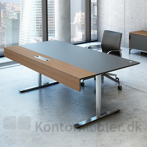 Lækkert hæve sænke bord fra Dencons Delta-serie med klap-gennemføring