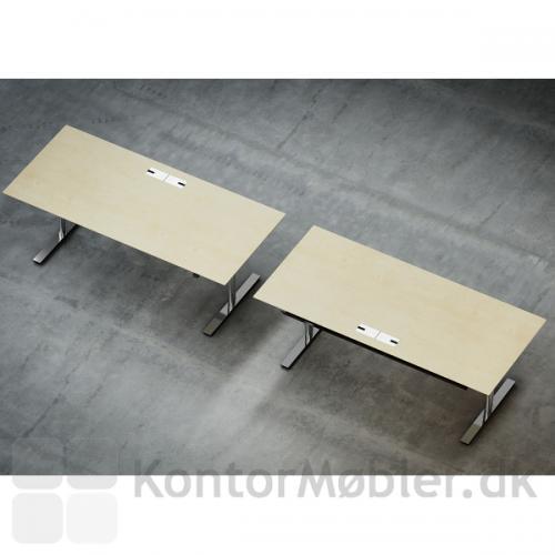 To Delta hæve sænke borde med Krom-gennemføringer i ahorn-plade