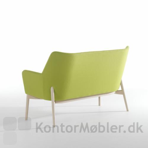 Uni sofa i grøn stof og ben i sæbebehandlet bøg