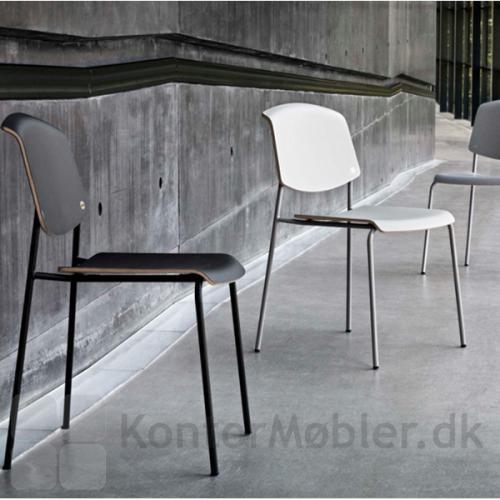 Pause stol fra Magnus Olesen i sort og i hvid