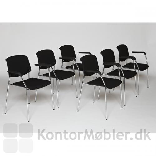Pause mødestol fra Magnus Olesen i sort Fame på sæde og ryg