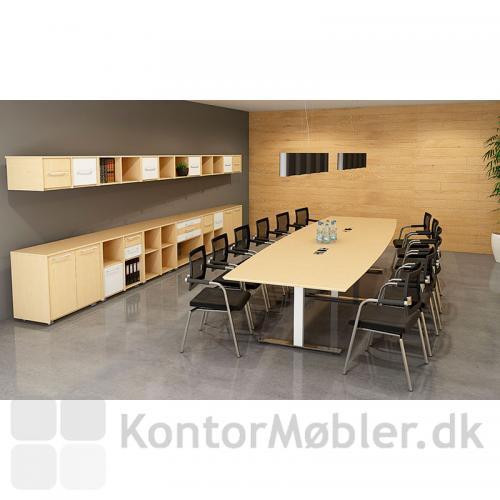 Skin mødestol bruges ofte til det store mødebord