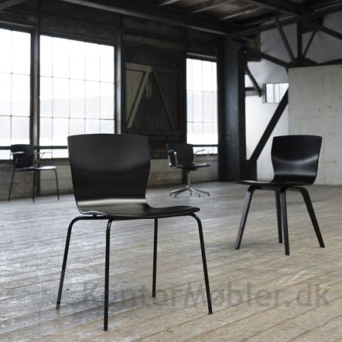 Butterfly mødestol i sortbejdset eg