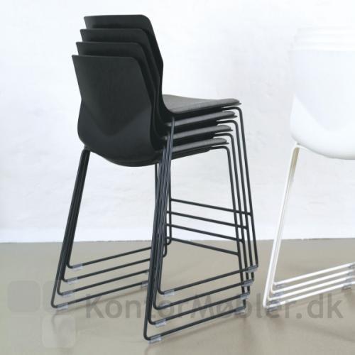 Four Sure barstol i sort med sædepolstring stablet