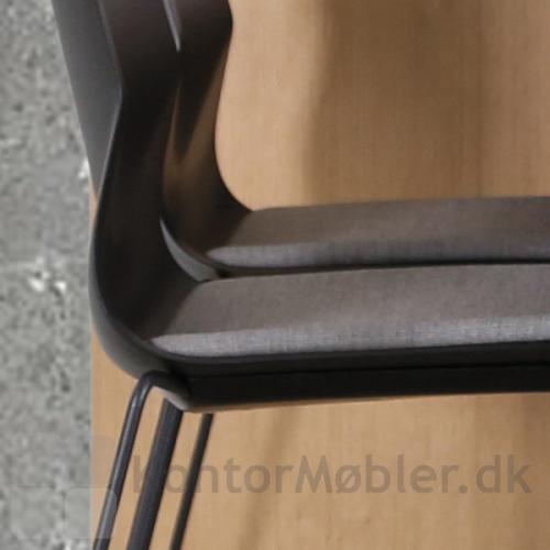 Four Sure barstol med sædepolstring og polsterbeskytter under sædet, for at skåne polstringen