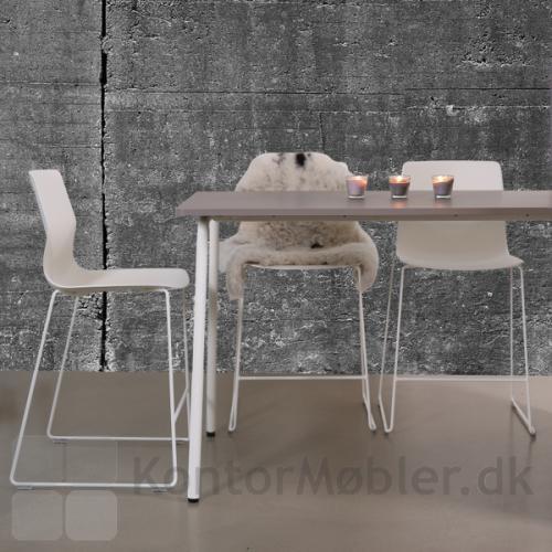 Four Sure barstol med hvid skal og hvide meder