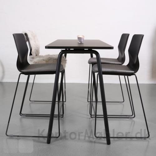 Four Sure barstol i sort med sædepolstring og polsterbeskytter