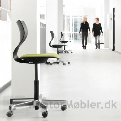 Cobra kontorstol med polstring og alu stel
