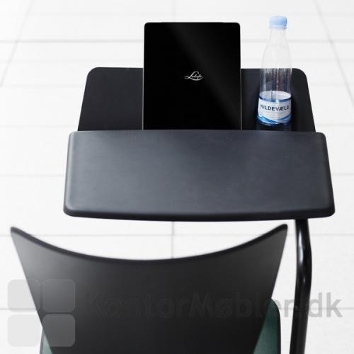 Cobra kontorstol med tablet skriveplade, med plads til vandflaske og bog/tablet