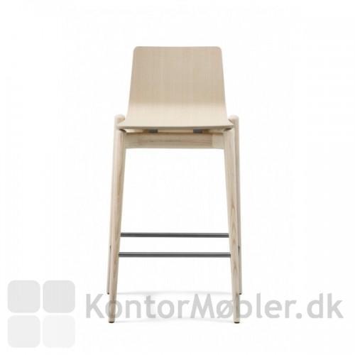 Malmö barstol i massiv ask set fra front.