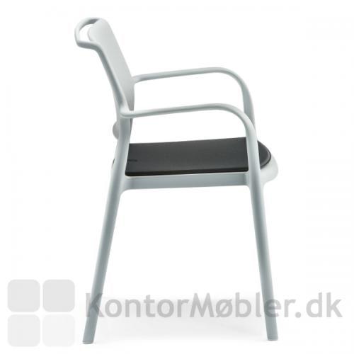 ARA stol med sort sædepude