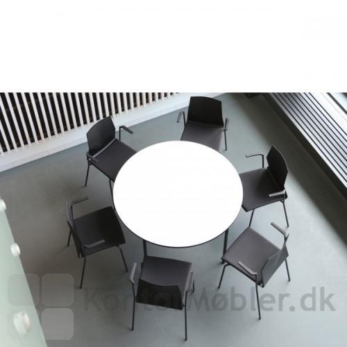 Four Cast´2 Four placeret rundt om bordet