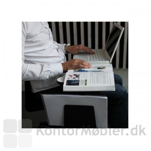 Four Cast´2 Wheeler med Inno®tab og holder til notater