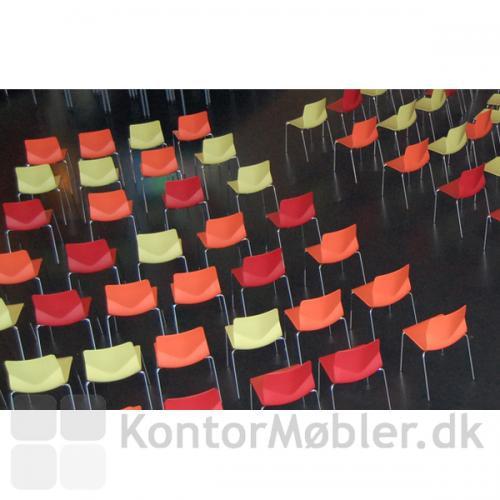 Four Sure mødestol har en fleksibel ryg hvilket giver en god siddekomfort