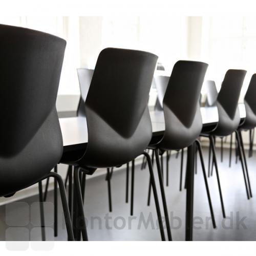 Four Sure stoleserien har en smuk ryg, som giver stolen en god siddekomfort