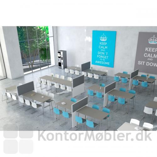 Four Real 90 højbord med RinR bordskærm med akustik dæmpning, giver ro i kantinen