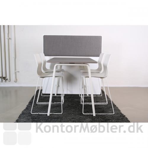 Four Real højbord 90 cm, med RinR skærmvæg og akustik dæmpning