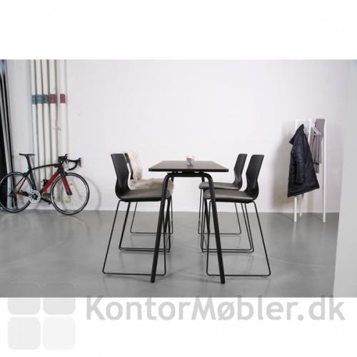 Four Real 90/105 højbord er et enkelt og elegant bord