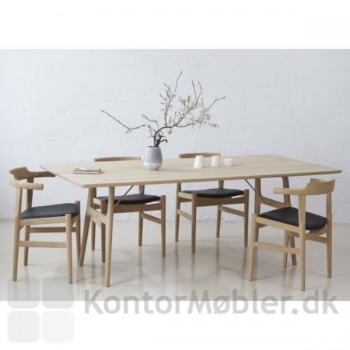 M13 snedker mødebord, med ben og bordplade i massiv ask