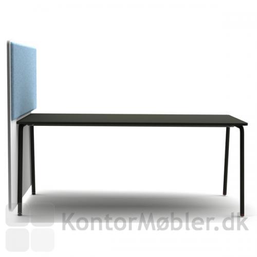 Four Real 74 bord med skrå ben og RinR rumdeler
