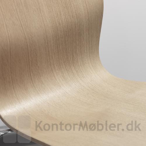 Butterfly stolens skal er produceret i formspændt finér