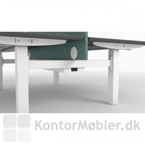 Hæve/sænke stellet kan klare op til 100 kg. pr. bord