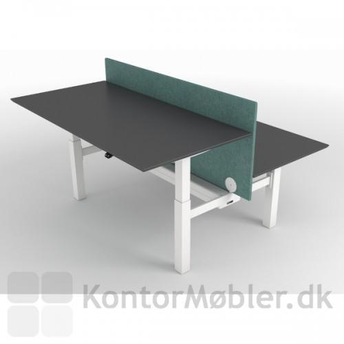 Dobbeltbordet kan hæve og sænke begge bordplader uafhængigt af hinanden
