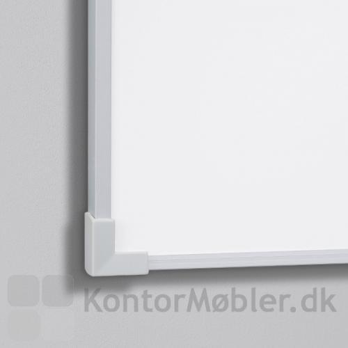 Boarder whiteboard med alu ramme og grå plasthjørner