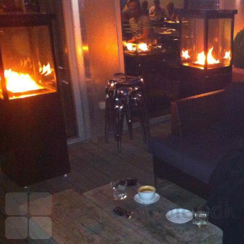 Nyd flammerne uden direkte varme, med Sunwood terrasse varmer