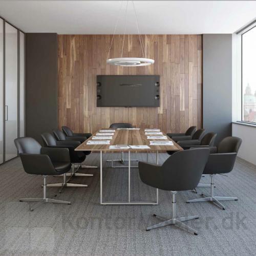 Fire Cross mødestol anvendt i mødelokale