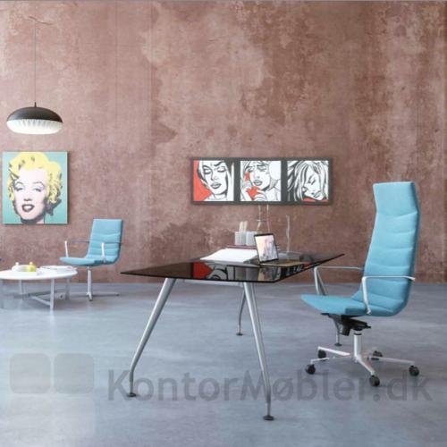 Shiny Multi kontorstol kombineret med Shiny Basic mødestol giver kontoret ensartethed