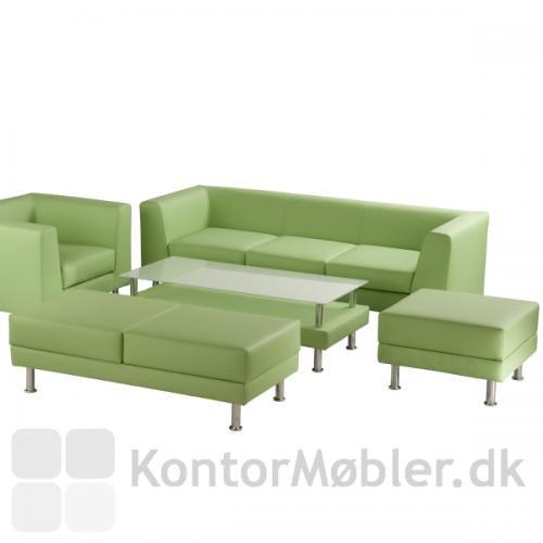 Puf 1 og 2 set i en gruppe af andre notre dame møbler i grøn