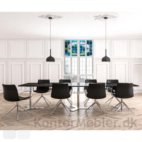 Frej mødestol med armlæn og stel i poleret aluminium