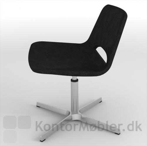 Frigg lounge stol med sort polstring - enkel og elegant