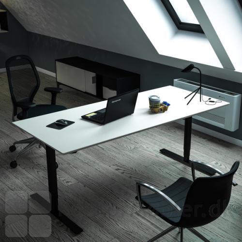 Delta hævesænkebord med en hvid overflade på et kontor
