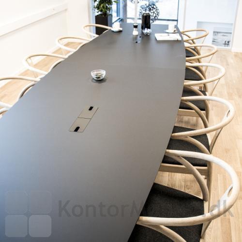 Delta konferencebord 2 delt med sort overflade i et møde miljø