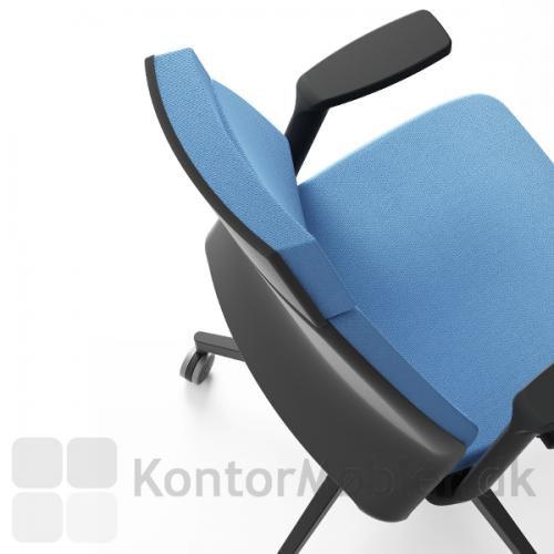Infinity kontorstol er polstret på sæde og forsiden af ryggen