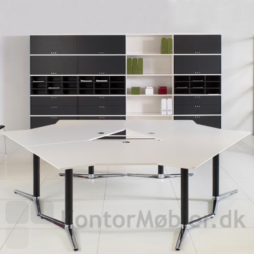 Switch hæve-/sænkebord opsat i gruppe