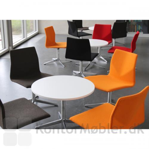 Four Cast Lounge er fuldpolstret og kan vælges i mange farver