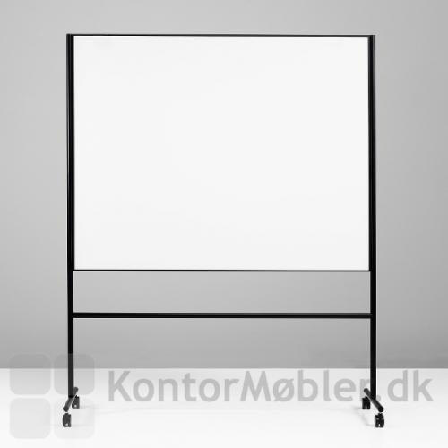 One mobil whiteboard med dobbeltsidet skrivetavle og sort stel