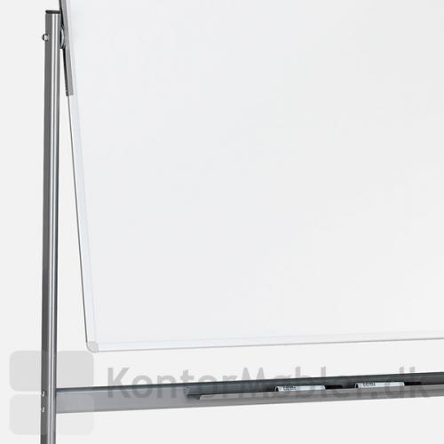 Mobil svingtavle har pennehylde